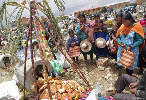 bolivianos-despidieron-a-las-almas-2011112034022-e76b1f1c55cb1b6062881d6dc8306f4a